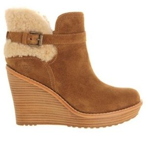 🆕️ UGG Anais Sheepskin Wedge Ankle Bootie 7.5
